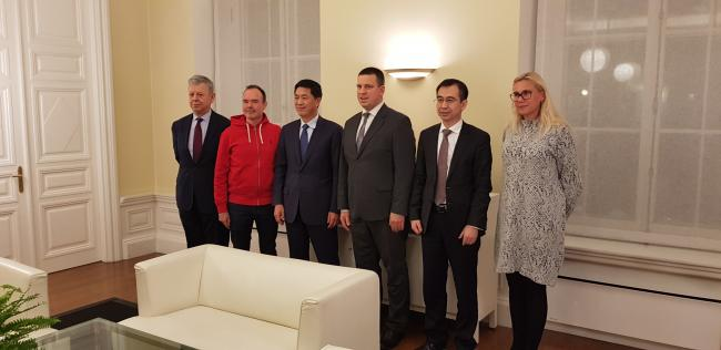 Peter Vesterbacka, Prime minister of Estonia Juri Ratas Viron, Minister Kadri Simson, CRIG President Chen Shiping and Kenny Song from Touchstone Capital